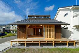 Rumah by 高野三上アーキテクツ一級建築設計事務所  TM Architects