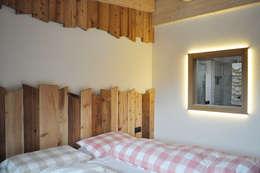 Dormitorios de estilo  por RI-NOVO