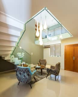 Phòng khách by KARLEN + CLEMENTE ARQUITECTOS