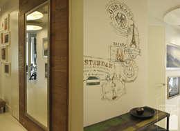 Przedpokój ozdobiony freskami: styl , w kategorii Korytarz, przedpokój zaprojektowany przez Pracownia Wnętrz
