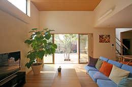 Ruang Keluarga by 設計事務所アーキプレイス