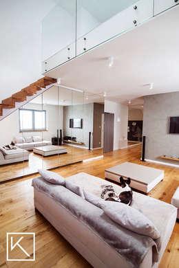 Mieszkanie dwupoziomowe _ Wrocław Ołtaszyn: styl , w kategorii Salon zaprojektowany przez Klapińska architektura wnętrz
