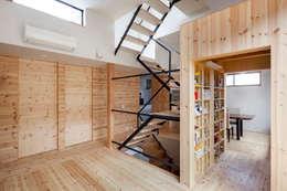 カフェのある家: 設計事務所アーキプレイスが手掛けたリビングです。
