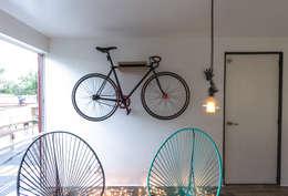 Depa // Studio : Salas de estilo moderno por DOSA studio