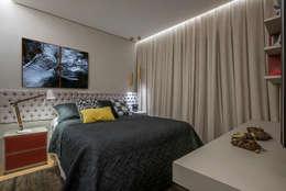 APTO BIACARAL: Quartos  por Gislene Soeiro Arquitetura e Interiores