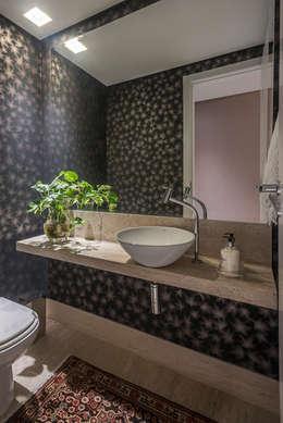 APTO BIACARAL: Banheiros modernos por Gislene Soeiro Arquitetura e Interiores