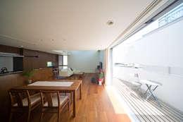 阿佐ヶ谷の家: 設計事務所アーキプレイスが手掛けたダイニングです。