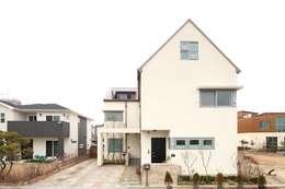 Casas modernas por 호멘토(HOMENTO)