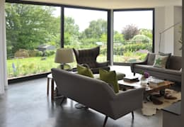 Bay Window Extension with Stunning views to Garden: modern Living room by ArchitectureLIVE