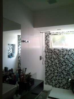 modern Bathroom by Margareth Salles