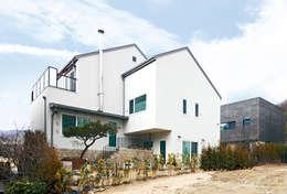 Skip Floor House: 호멘토(HOMENTO)의  주택