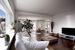 Kneer GmbH, Fenster und Türen의  거실