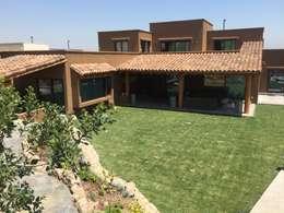 Casa sustentable en Chicureo: Casas de estilo mediterraneo por Arquiespacios