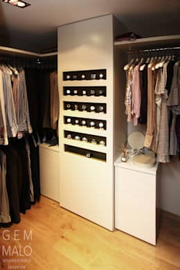 vestidor principal: Vestidores de estilo moderno de Gemmalo arquitectura interior