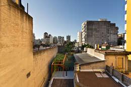Projekty, minimalistyczne Domy zaprojektowane przez Pop Arq
