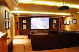 Salas multimedia de estilo moderno por MBDesign Arquitetura & Interiores