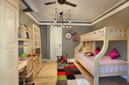 Kid's Bedroom: modern Bedroom by groupDCA