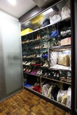 Vestidores y closets de estilo moderno por Mind Studio