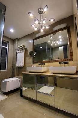 Master Bathroom: modern Bathroom by Mind Studio