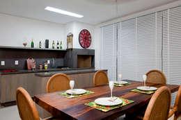 Comedores de estilo rústico por Priscila Koch Arquitetura + Interiores