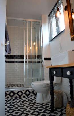 Une salle de bain au style rétro-chic / industriel: Salle de bains de style  par Laura Benitta Architecture d'intérieur et création de jardins