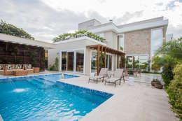 Casas de estilo moderno por Heloisa Titan Arquitetura