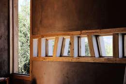 CASA VOGEL: Ventanas de estilo  por ALIWEN arquitectura & construcción sustentable