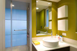 Residence 2: modern Bathroom by Dynamic Designss