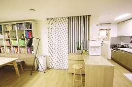 Salon de style de style Moderne par homelatte