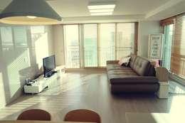 새 아파트 홈스타일링 (Paju APT): homelatte의  거실