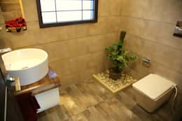 Premium Residence: modern Bathroom by Aayam Consultants
