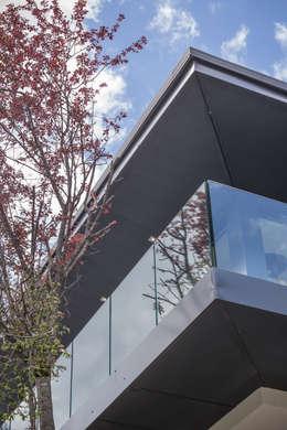 Soleya: Fenêtres de style  par Chevallier Architectes