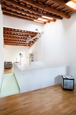 Estudio: Estudios y despachos de estilo minimalista de CABRÉ I DÍAZ ARQUITECTES