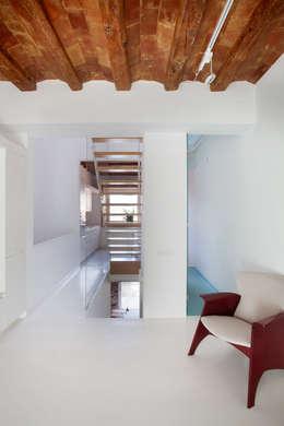 Planta baja: Salones de estilo minimalista de CABRÉ I DÍAZ ARQUITECTES