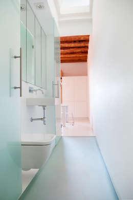 Casas de banho minimalistas por CABRÉ I DÍAZ ARQUITECTES