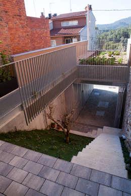 minimalistische Tuin door CABRÉ I DÍAZ ARQUITECTES