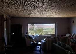 Salas de estilo rural por ALIWEN arquitectura & construcción sustentable