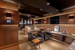 Salas multimedia de estilo moderno por CM 2 CASARIN MONTEIRO ARQUITETURA & INTERIORES