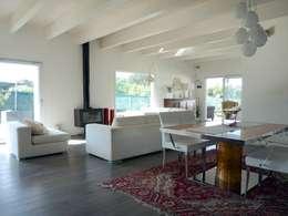Salas / recibidores de estilo moderno por Technowood srl