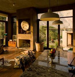 Casa Chontay: Salas / recibidores de estilo moderno por Marina Vella Arquitectura