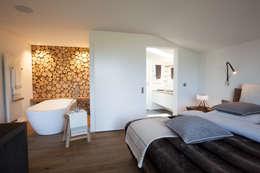 Dormitorios de estilo ecléctico por Catharina Baratta ARCHITEXTURE