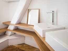 Le Gourmet: Salle de bains de style  par AMBA
