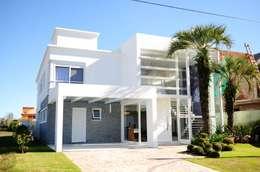 Projeto Arquitetura de Interiores Residencial Litoral: Casas minimalistas por Marcelo John Arquitetura e Interiores