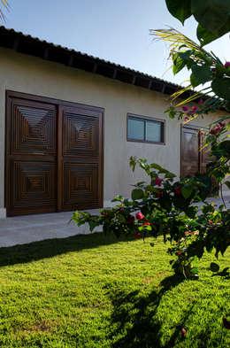 Casas de estilo moderno por BRAVIM ◘ RICCI ARQUITETURA