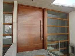 ACCESO: Casas de estilo moderno por Hernan Arriagada / Arq