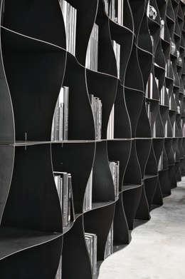 Regał na książki   Ronda Design   Biblioteczka Iron-ic: styl , w kategorii Pomieszczenia biurowe i magazynowe zaprojektowany przez BandIt Design