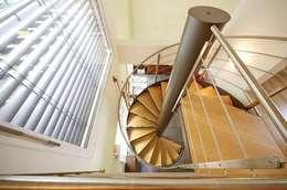 modern Corridor, hallway & stairs by Spazio Positivo