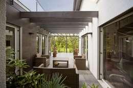 Jardines de invierno de estilo moderno por Spazio Positivo