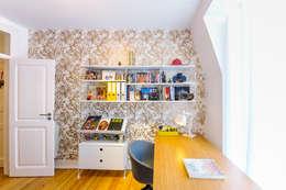 Projekty,  Domowe biuro i gabinet zaprojektowane przez Espaço Mínimo