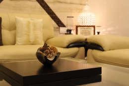 Salas / recibidores de estilo  por Shadab Anwari & Associates.